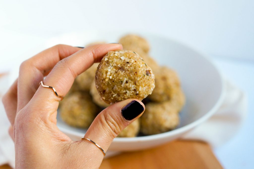 Vegan Lemon Coconut Energy Bombs - perfect as a snack on the go!