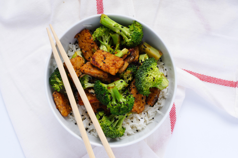 """Vegan Tempeh """"Beef"""" and Broccoli Stir Fry"""