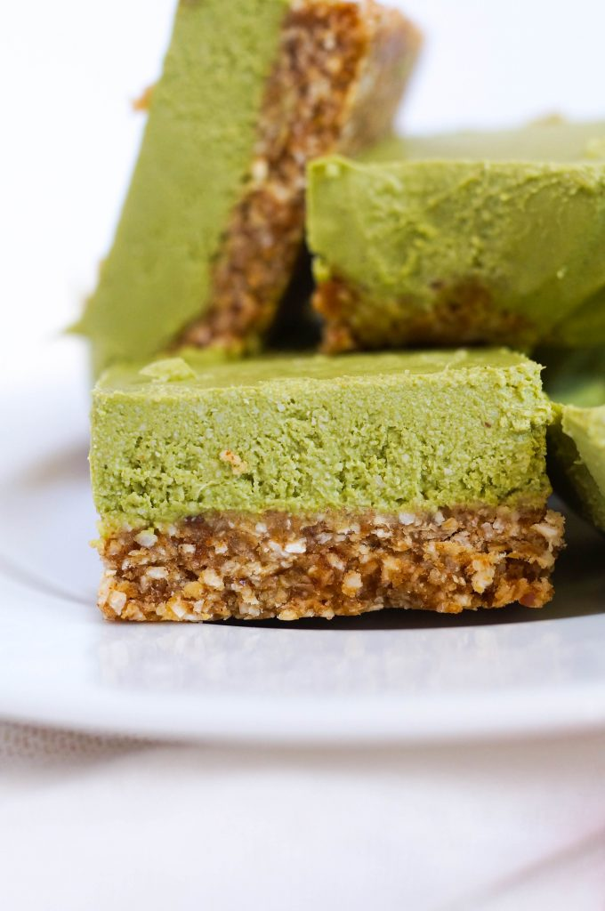 No Bake Matcha Oatmeal Bars The perfect breakfast or dessert (Vegan, Dairy-free, Gluten-free & no refined sugar!)