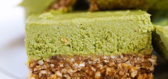 No Bake Matcha Oatmeal Bars